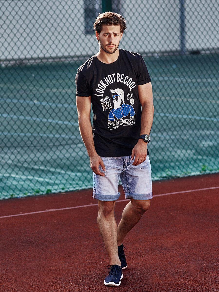pol_pl_Stylizacja-nr-270-zegarek-T-shirt-z-nadrukiem-krotkie-spodenki-jeansowe-buty-sportowe-50652_1.jpg