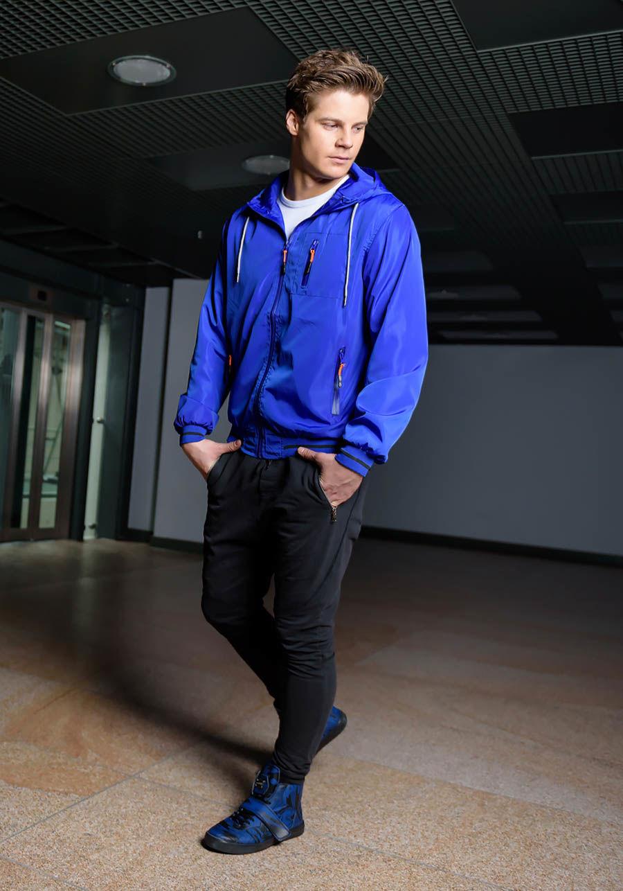 pol_pl_Stylizacja-nr-171-kurtka-przejsciowa-T-shirt-spodnie-dresowe-joggery-buty-sneakersy-49059_1.jpg