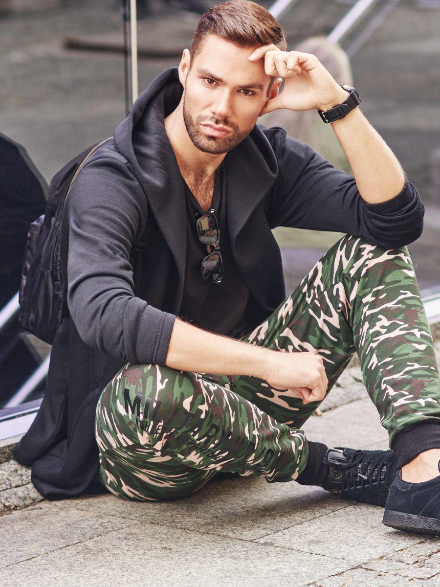 pol_pl_Stylizacja-nr-300-okulary-zegarek-bluza-z-kapturem-T-shirt-bez-nadruku-spodnie-joggery-51007_1.jpg