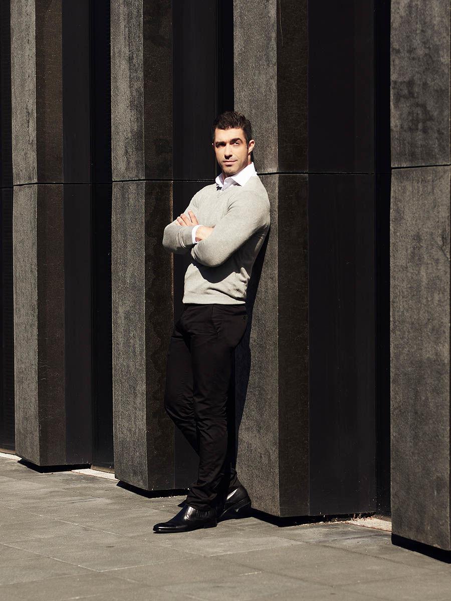 pol_pl_Stylizacja-nr-311-sweter-w-serek-elegancka-koszula-spodnie-chinosy-51291_1.jpg