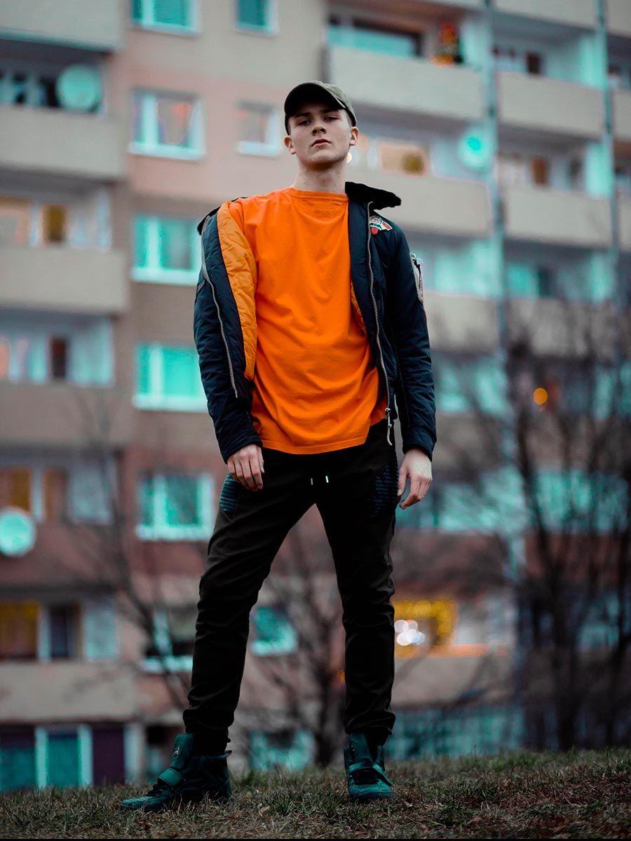 pol_pl_Stylizacja-nr-78-kurtka-przejsciowa-spodnie-joggery-buty-sneakersy-48358_2.jpg
