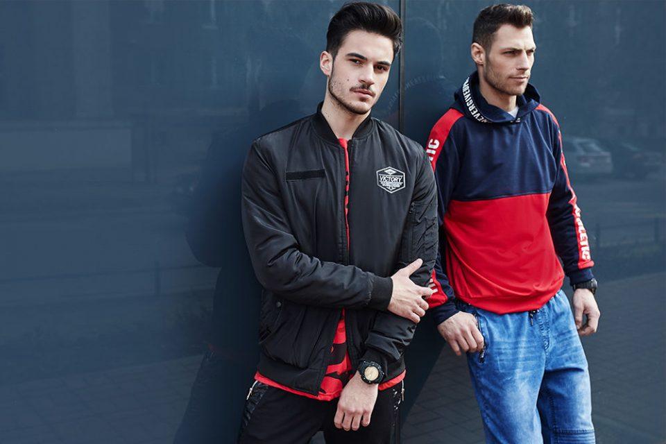 pol_pl_Stylizacja-nr-435-Stylizacja-1-Bluza-z-kapturem-spodnie-jeansowe-joggery-Stylizacja-2-Kurtka-bomberka-T-shirt-spodnie-joggery-zegarek-65520_1-960x640.jpg