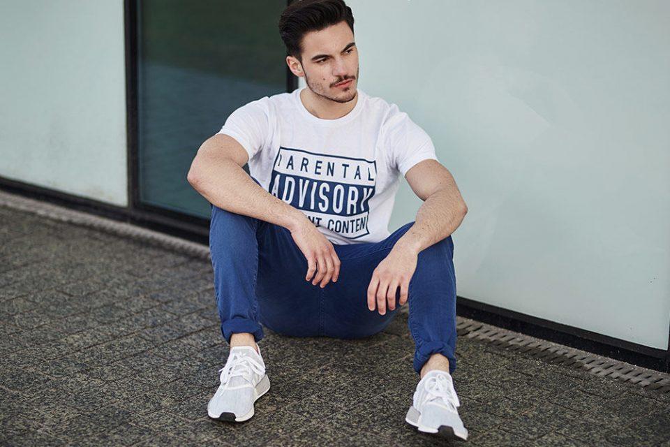 pol_pl_Stylizacja-nr-441-T-shirt-z-nadrukiem-spodnie-chinosy-65526_1-960x640.jpg