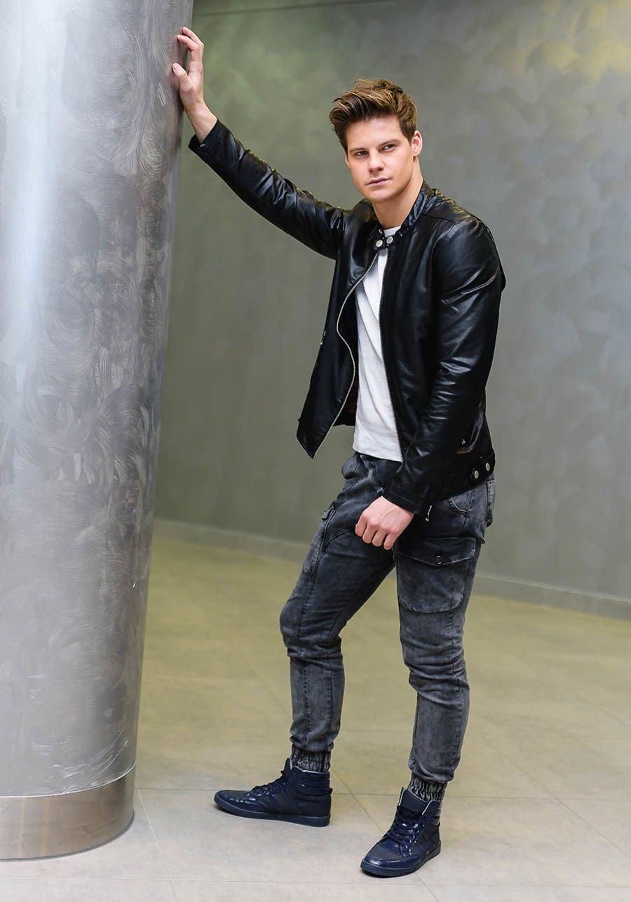 pol_pl_Stylizacja-nr-167-kurtka-skorzana-T-shirt-bez-nadruku-spodnie-jeansowe-baggy-buty-sneakersy-49055_1.jpg