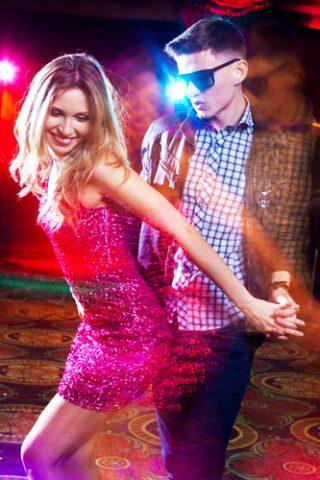jak tańczyć w klubie z dziewczyną